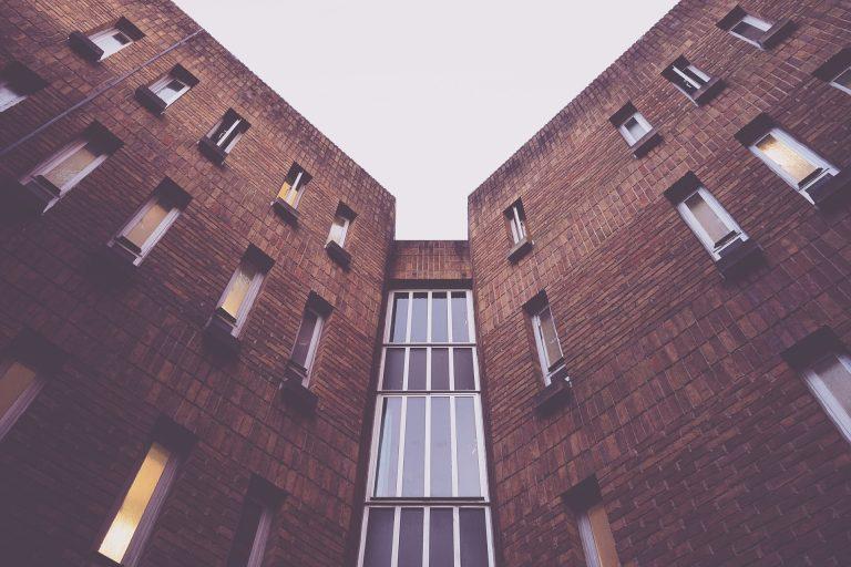 Investir dans l'immobilier résidentiel ou commercial